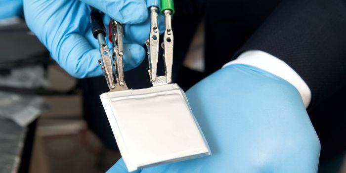 Твердый электролит для улучшения литий-ионных батарей