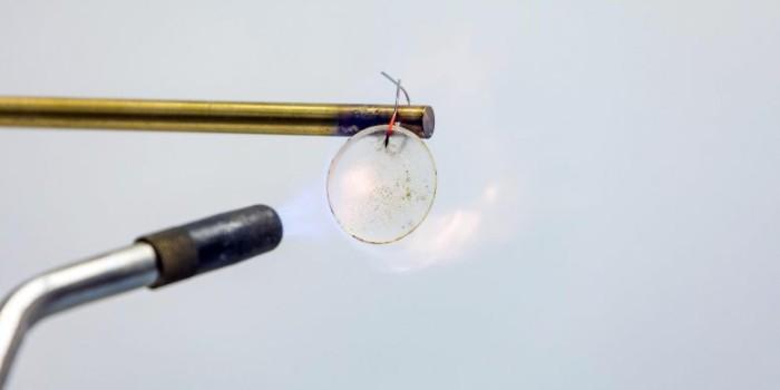 Прочная литий-ионная батарея не ломается и не горит