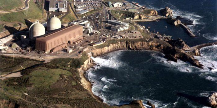 Фото: Атомная электростанция Diablo Canyon, расположенная рядом с пляжем Авила, штат Калифорния, будет выведена из эксплуатации с 2024 года. PACIFIC GAS AND ELECTRIC