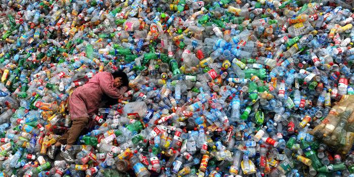 Китай реализует запрет на пластиковые пакеты и соломинки