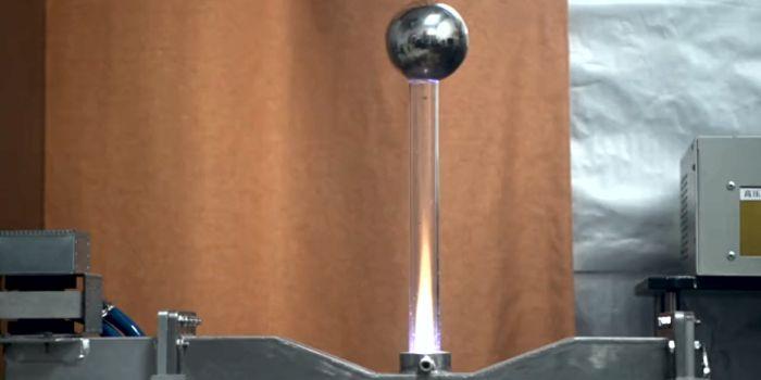 Плазменный реактивный двигатель для движения в атмосфере