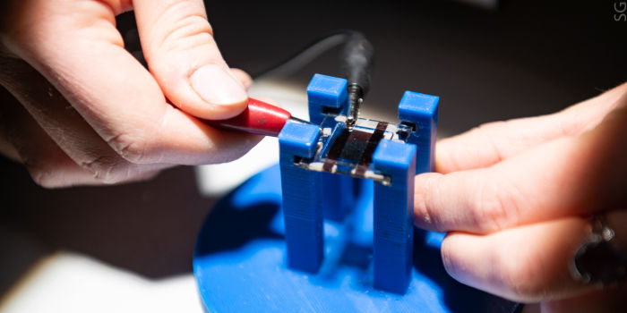 Модификатор для повышения эффективности перовскитных солнечных батарей