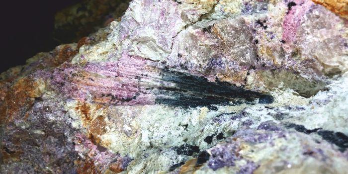 Драгоценные кристаллы могут появиться в земной породе за несколько лет