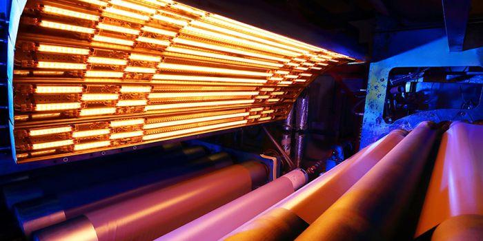 Компактный инфракрасный модуль нагревает ограниченную площадь поверхности, снижая конвективные теплопотери и повышая энергоэффективность оборудования. Источник: Heraeus Noblelight GmbH