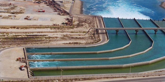Водосброс промышленной системы охлаждения в Эль-Джубайль, Саудовская Аравия
